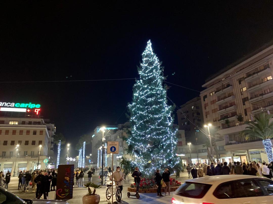 Italy: Pescara's main square -Piazza Salotto