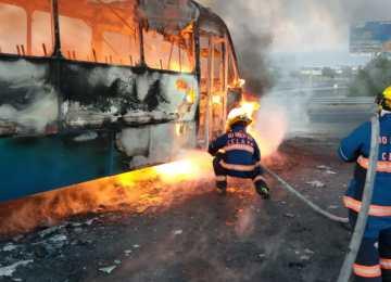 Bloqueo carretero can camión en llamas