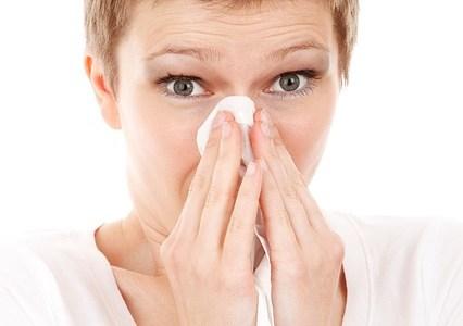 鼻水が止まらない原因は?5月も花粉が?止める方法は?