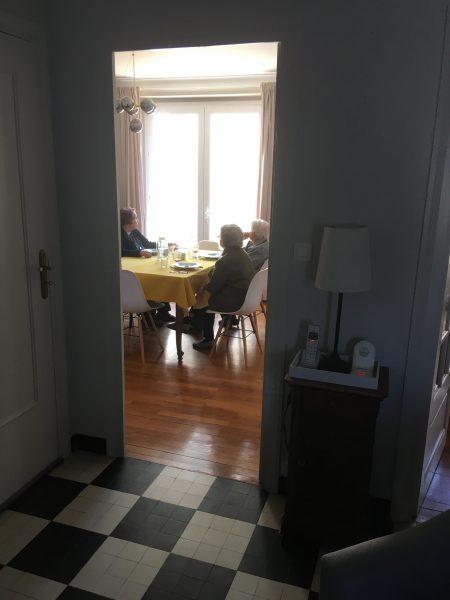 Salle-a-manger-avec-mamies