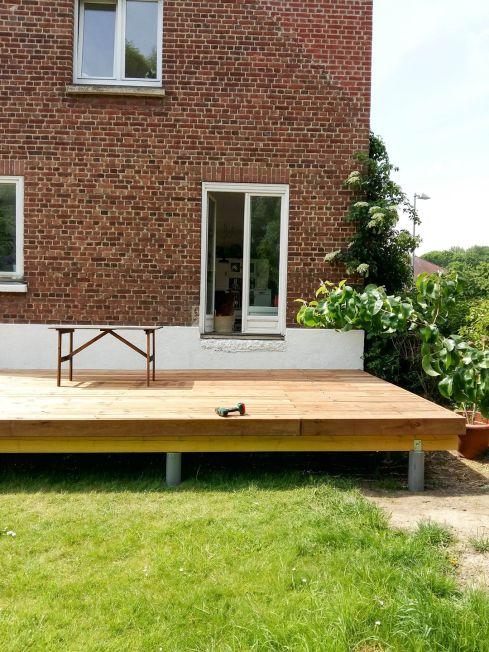 construction terrasse bois sur poutres porteuses et plots béton (29)