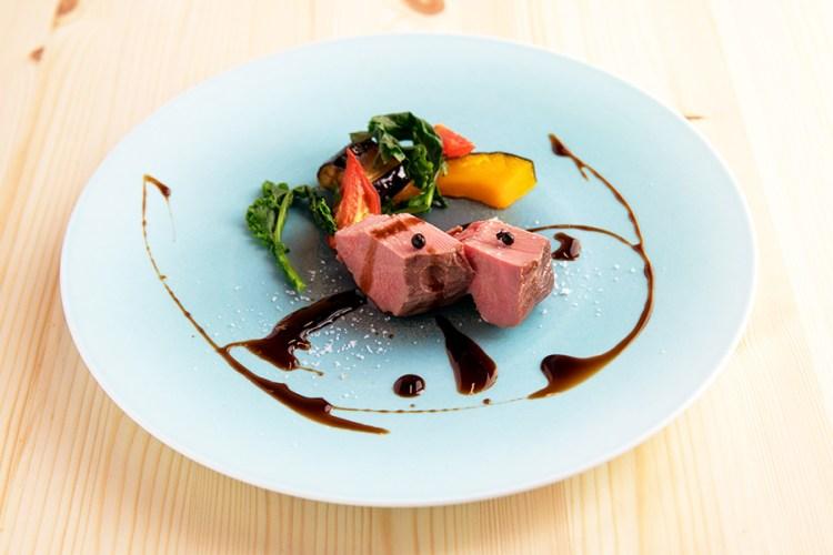 お肉料理のイメージ写真