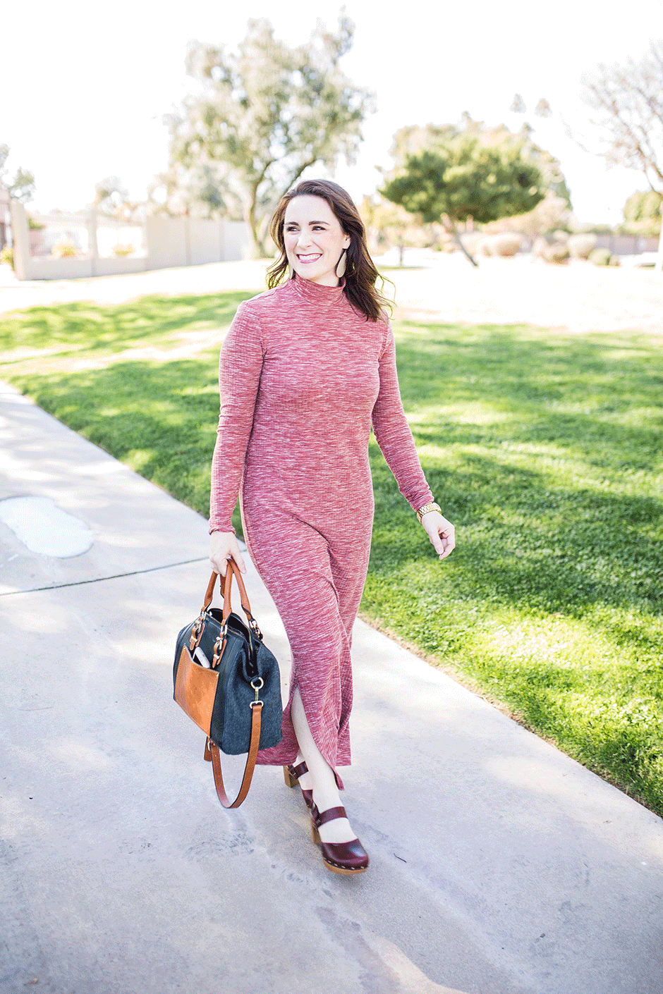 Looking for how to make a maxi dress?? This one is the perfect winter-to-spring transition outfit and even includes a sleeveless option! Sew one today!