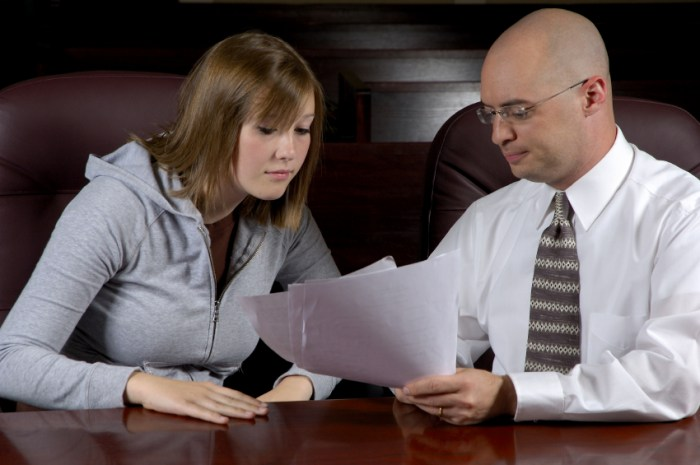 how much does it cost to hire lawyer