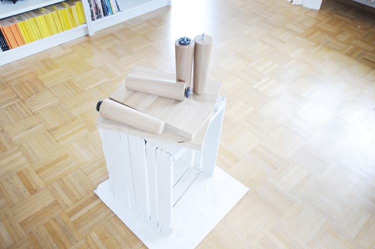 Möbel aus Obstkisten bauen: Weißer Nachttisch