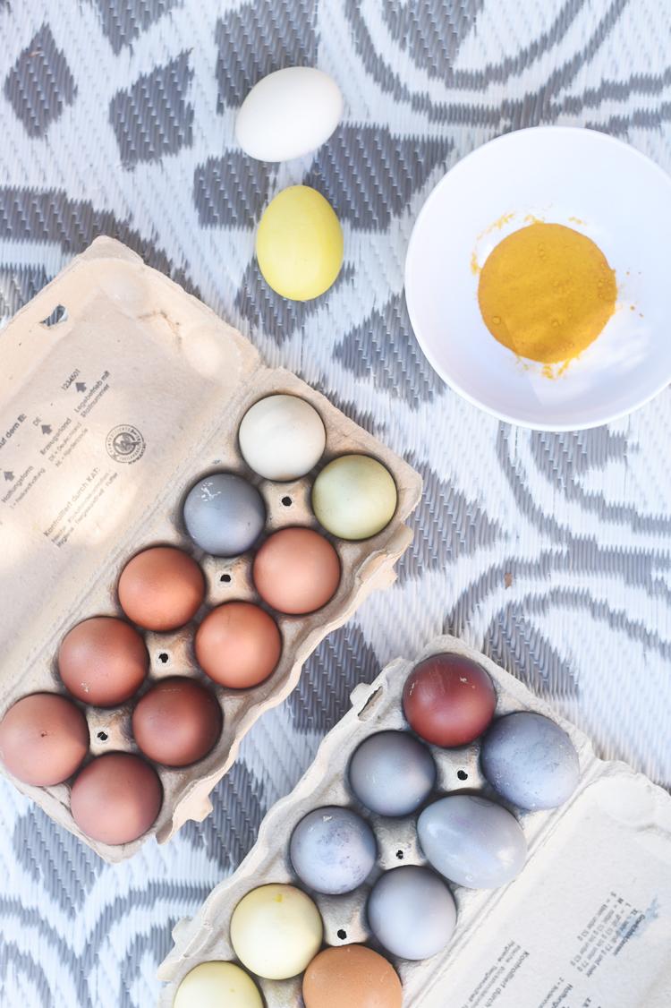 Ostereier natürlich färben mit Zwiebelschalen