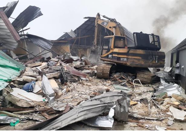Rivers lockdown: Wike demolishes Prodest hotel [PHOTOS]