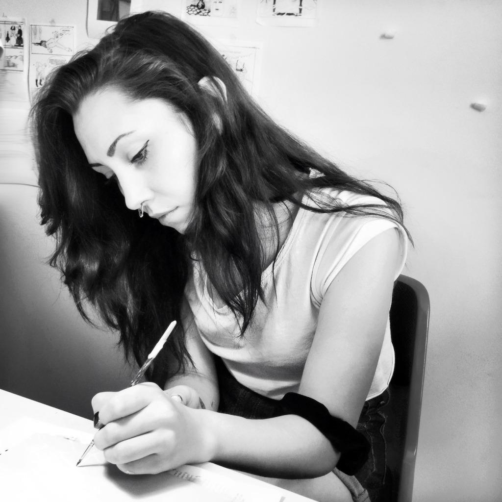 Dea (Los Bravú) dans son atelier - Photo Alain François