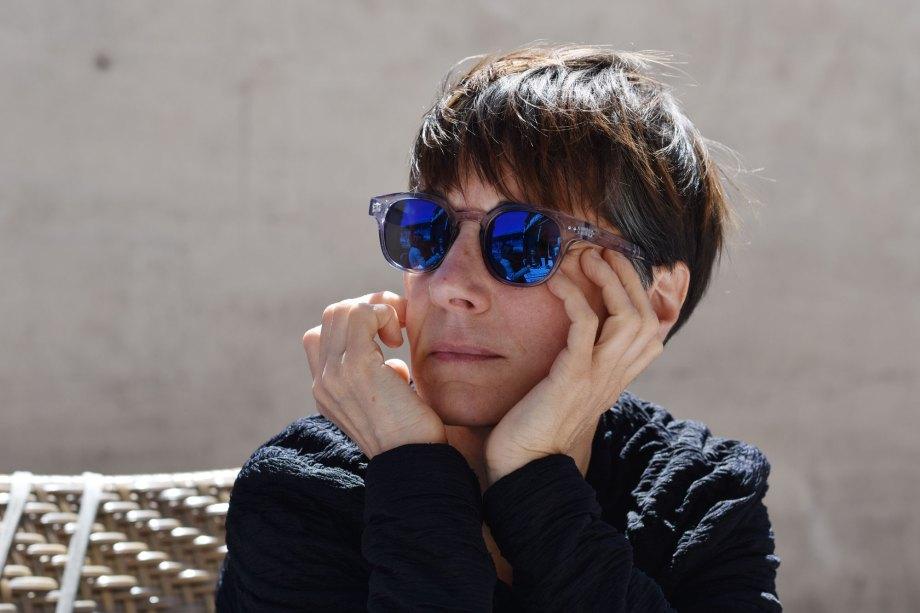 Céline Guichard aux lunettes bleues