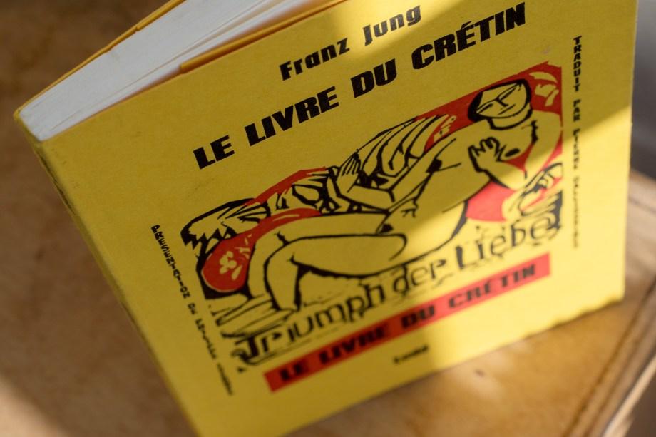 Un petit livre jaune