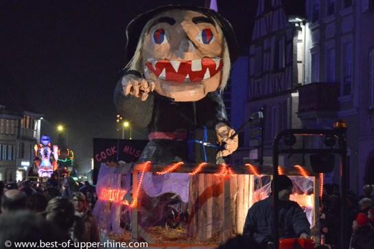 Sorcière sur un char du carnaval de Sélestat, Alsace