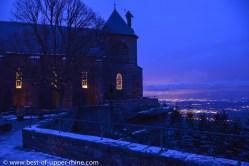 Le monastère du mont Sainte-Odile domine la plaine d'Alsace.