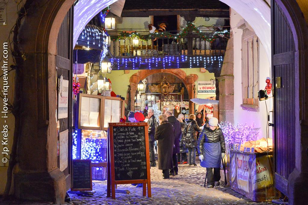 A Riquewihr, de fin novembre à fin décembre, l'ambiance est romantique à souhait.