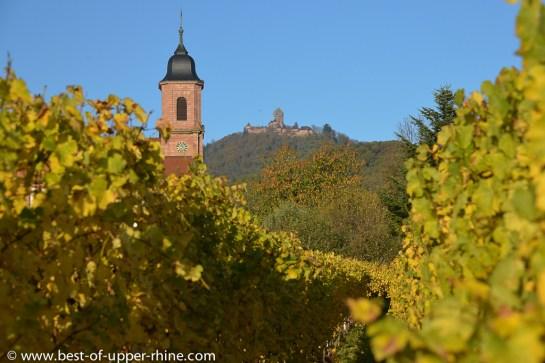 Eglise du village d'Orschwiller au pied du château du Haut-Koenigsbourg.