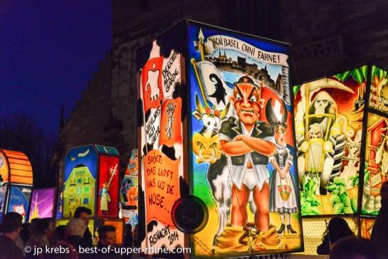 Carnaval de Bâle, Suisse. Exposition des lanternes sur la place de la cathédrale.