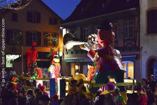 Défilé carnavalesque nocturne à Sélestat, Alsace.