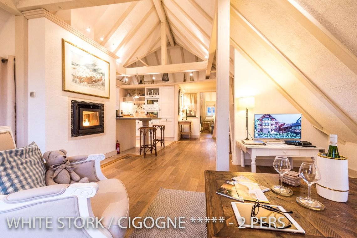 La Cigogne à riquewihr - appartement 5 étoiles vue sur la cuisine et la cheminée