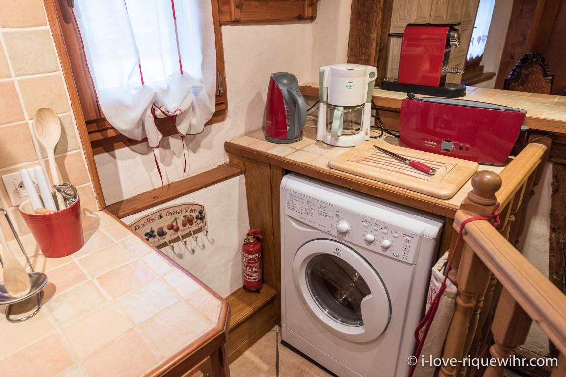 La Colombier à riquewihr - appartement 5 étoiles la cuisine avec machine a laver