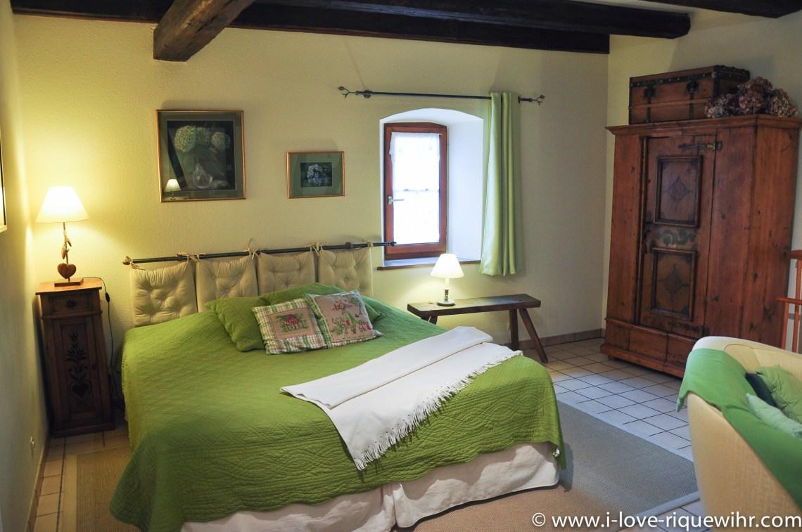 Le Sylvaner à riquewihr - appartement 5 étoiles vue sur le lit