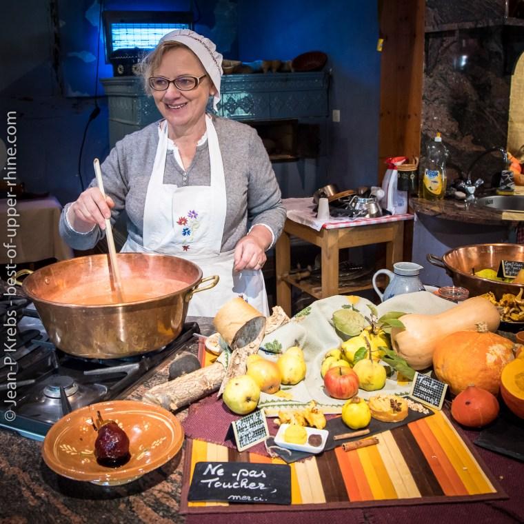 A l'écomusée d'Alsace, on prépare les confitures aux bons fruits d'automne