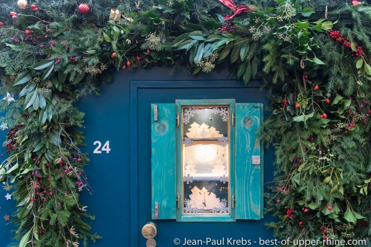 Les chalets du marché de Noël de Bâle ont une décoration soignée jusque dans le détail.