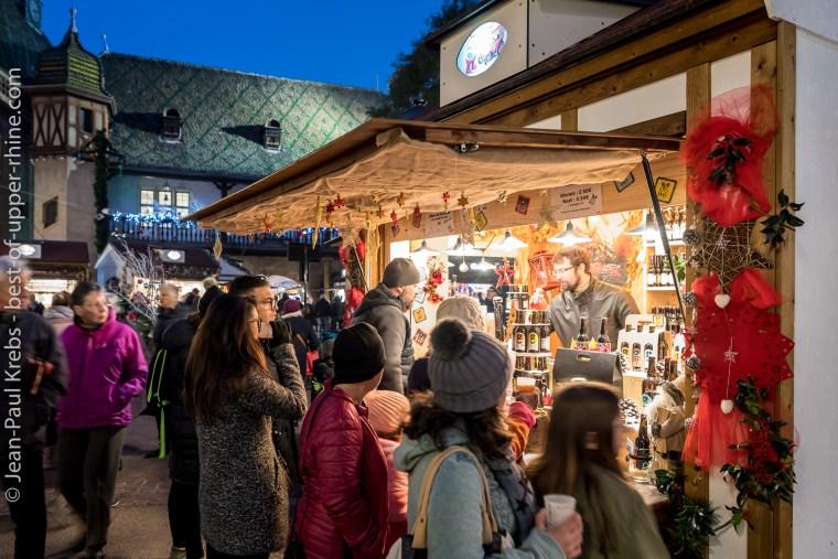 Chalet de brasserie artisanale au marché de Noël de Colmar.