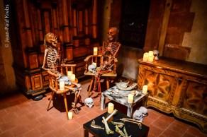 Le château est aux mains des squelettes et des fantômes !