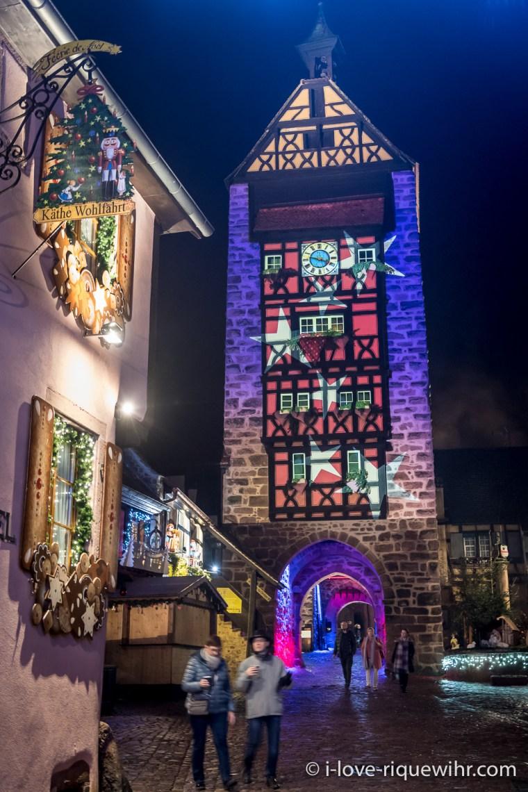 Riquewihr, la tour du Dolder en habits de Noël