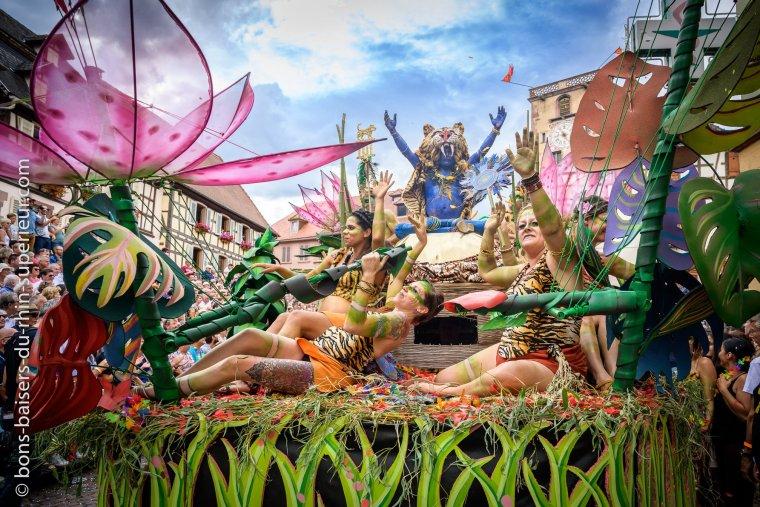 Peu d'événements peuvent rivaliser avec le grand défilé du Pfifferdaj à Ribeauvillé. #VisitAlsace
