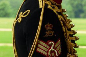 uniforme gun salute