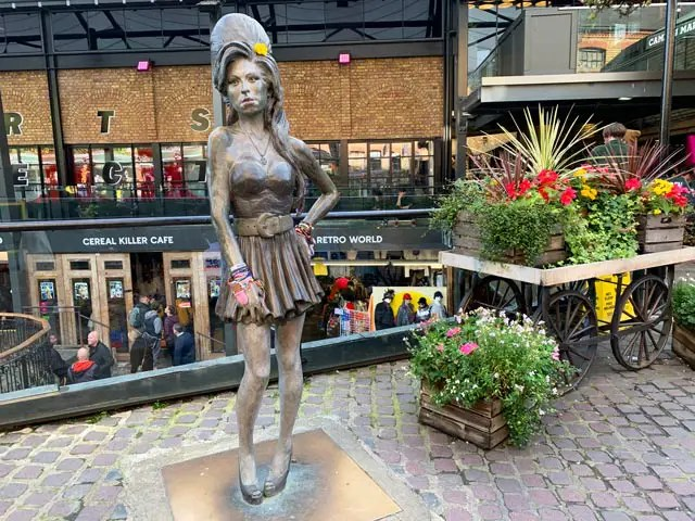 Amy-winehouse-statue-camden