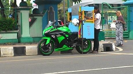 Ninja 250 Jualan Cilok