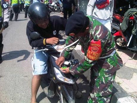 Razia Stiker TNI