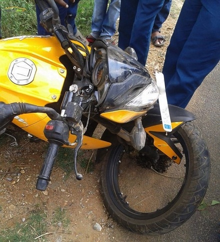 Bajaj-Pulsar-200-NS-Broken-Alloy