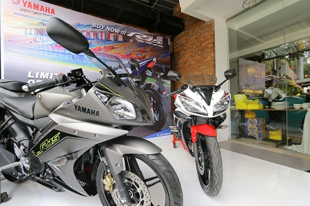 YZF-R15 Speed Grey & YZF-R15 Supernova White