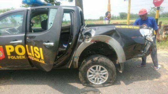 Mobil Patroli Polisi Tertabrak Kereta di Perlintasan Klaten