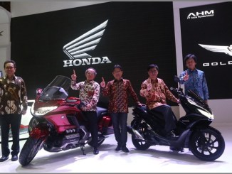 Honda Gold Wing dan All New Honda PCX Hybrid di event Indonesia International Motor Show 2018