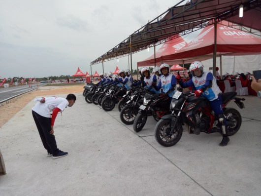 Mega Gallery Foto The 12th Astra Honda Safety Riding Instructor Competition (AH-SRIC) 2018 Day 1 (4)