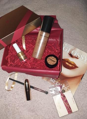 Read more about the article Glossybox de novembre : 85€ de produits pour les fêtes pour 12.40€ !!!!