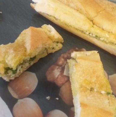 Baguette au beurre à l'ail