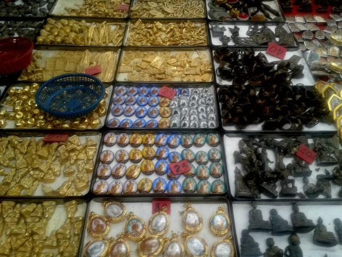 Marché-amulettes-Bangkok