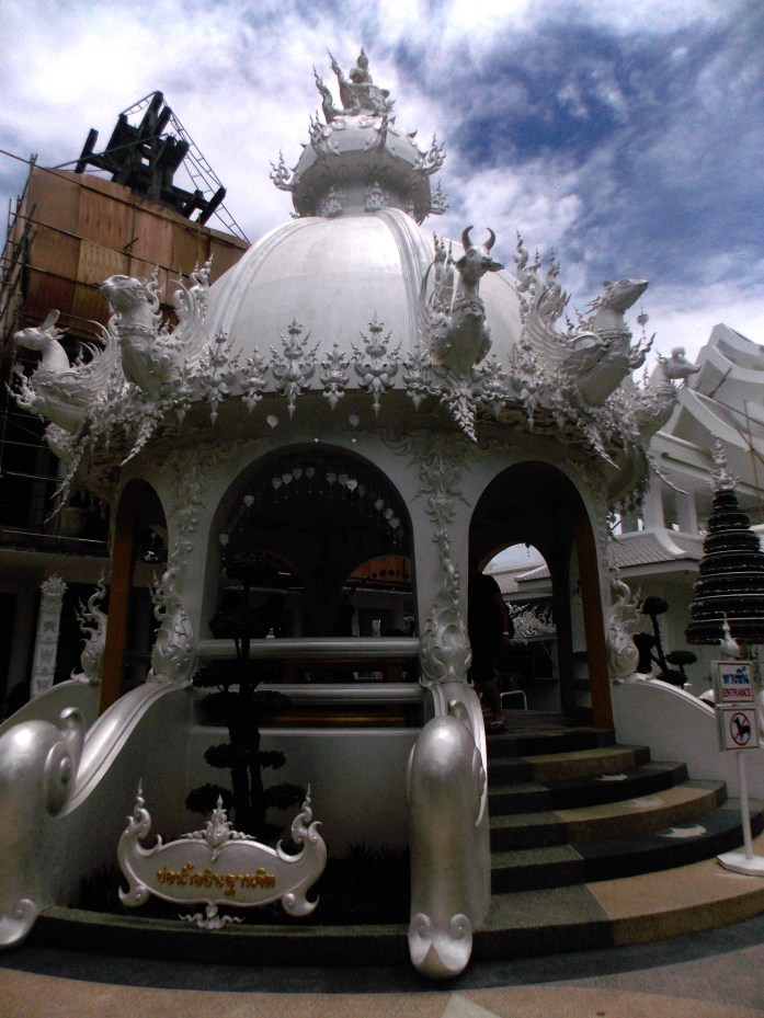 Puits-temple-blanc