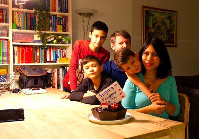 Dessy Wina Harjani bersama suami dan ketiga anak di Kopenhagen. (DESSY WINA HARJANI FOR JAWA POS)