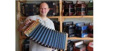 Gunārs Igaunis, tautys muzykys instrumentu darbneica