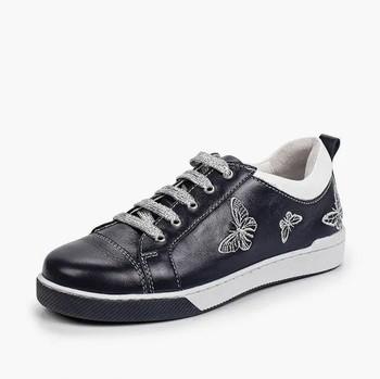 Витрина обуви для школьников