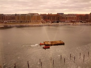 Barge being pushed up Kobenhavn's Havnebade