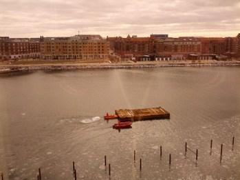 Barge being pushed up Kobenhavn's Havnebade