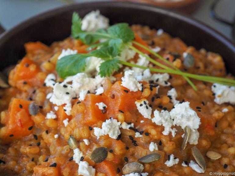 Daal er en indisk suppe eller stuing, stort sett basert på linser, men den kan også inneholder erter eller eller bønner. I denne oppskriften har jeg brukt byggryn. Det ble veldig godt.