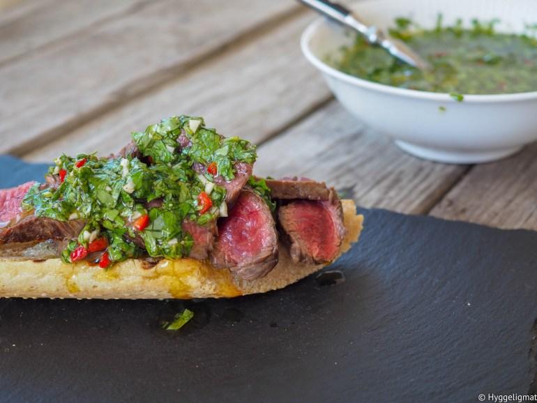 Chimichurri er en saus som stammer fra Sør-Amerika. Den serveres romtemperert, tradisjonelt til grillet kjøtt. Den består av olivenolje, eddik, masse urter og hvitløk. Det er ingen regler for hvordan man lager den, navnet betyr noe som «en blanding av mange forskjellige ting»