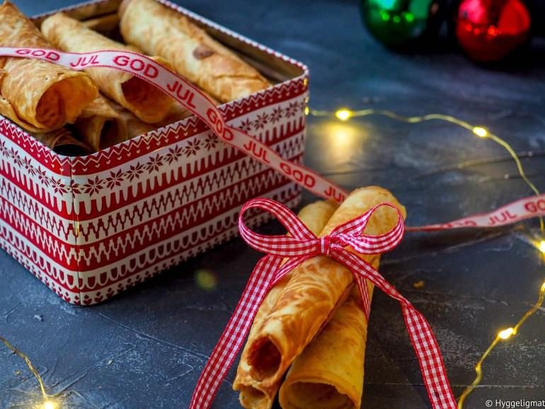Mamma sine krumkaker er en av mine julefavoritter, gjerne servert sammen med litt krokanis. Krumkaker er veldig tradisjonelle julekaker, og er en av de syv slagene det var forventet at man bakte til jul fra gammelt av.
